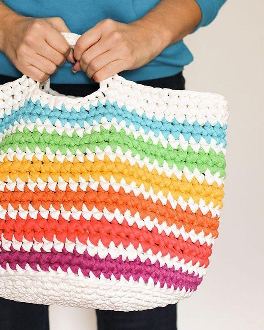 Bom dia!!! ☀️ Desejo um feriado cheio de amor, descanso e feliz 😀 Sintam-se abraçados 😘❤️ . . . 👉🏽By @mypoppetmakes . . .  #inspiration #inspiração #fiosdemalha #trapillo #yarn #crocheteiras #crochet #crocheting #crochetlove #crochetingaddict #croche #yarnlove #yarn #knitting #knit #penyeip #feitoamao #handmade #croche #croché #crochê #croshet #penyeip #вязаниекрючком #uncinetto #かぎ針編み #instagramcrochet #totora #bomdia #bomdiafloresdodia #obrigadasenhorportudo