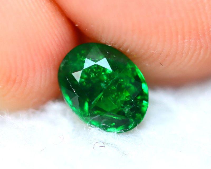 Tsavorite 0.95Ct Natural Intense Vivid Green Color Tsavorite Garnet E0914