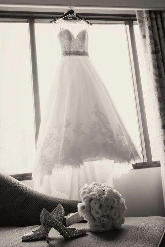 30 Must Take Photos Of Your Wedding Dress