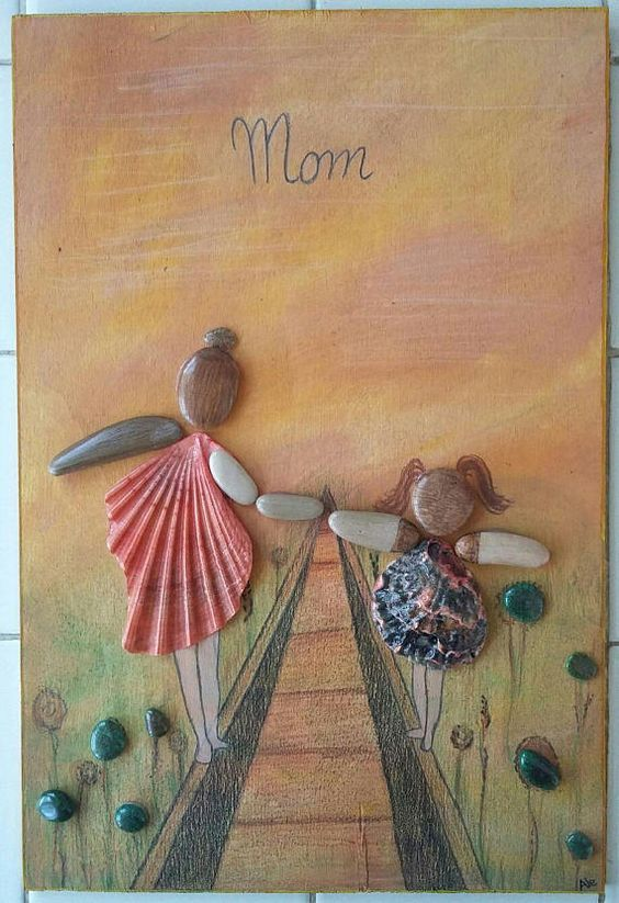 Mom Made In Italy Handmade Square Picture Of Stones Stones And Shells Painted Mom And Daughter Gift Mom Mother S Day Maternal Love Arte De Guijarros Piedras Pintadas Arte De Piedra