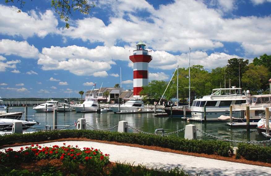 There Is The Lighthouse Bars Restaurants And Famous 18th Hole Of Harbour Town Golf Course Description From Weddingmer
