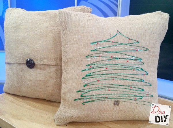 Easy No Sew DIY Burlap Pillow Covers! Decorative pillow covers are perfect for Holiday decorating & How to Make Easy No Sew Burlap Pillow Covers | Burlap pillows ... pillowsntoast.com