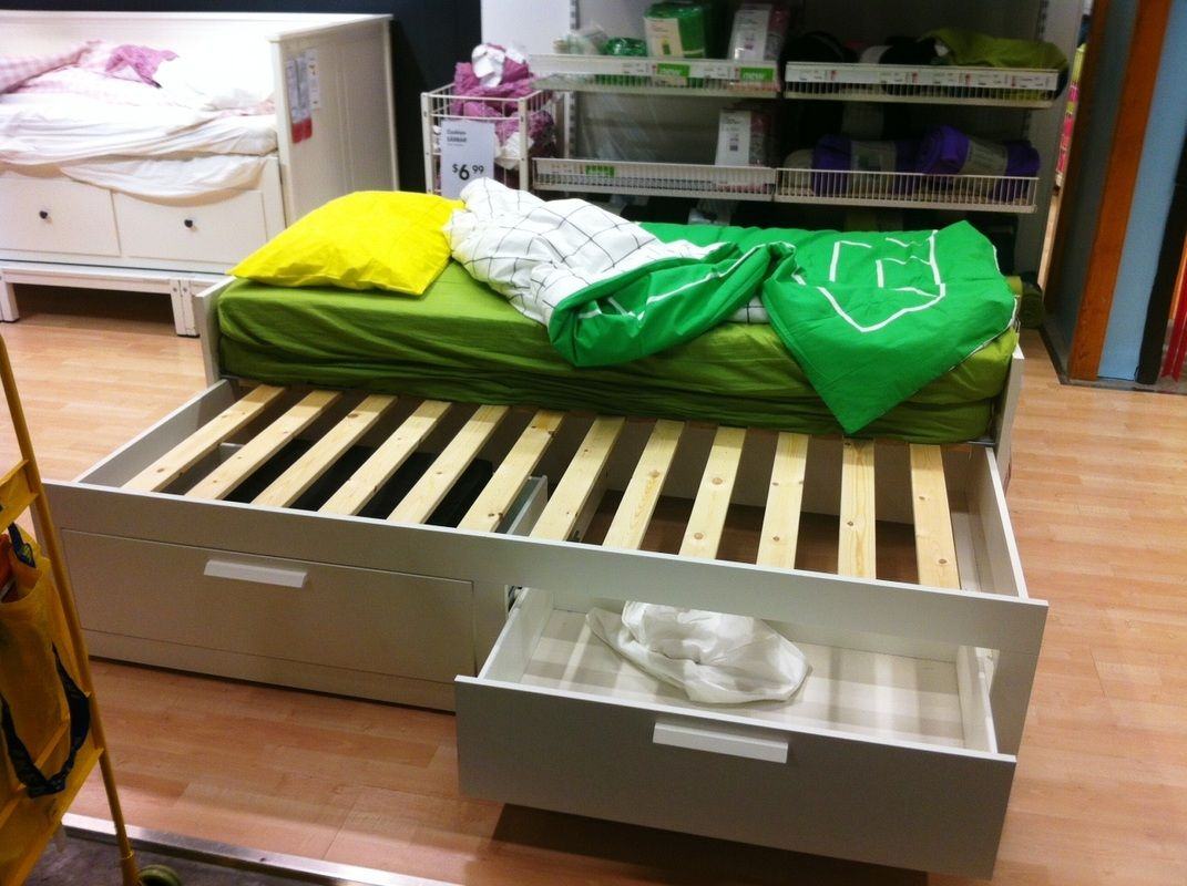 Trundle bed from ikea with storage can add a flaxa for Trundle mattress ikea