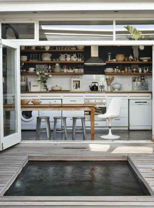 Stylish-Kitchen-With-Open-Shelving-45.jpg 597×807 pikseliä