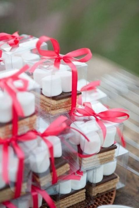 10 Wedding Favors Your Guests Wont Hate Pinterest Favors