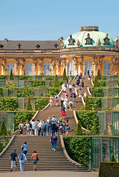 Sanssouci Von Einer Anderen Seite Schloss Sanssouci In Potsdam Schloss Charlottenhof Und Die Romischen Bader Sanssouci Deutschland Burgen Potsdam