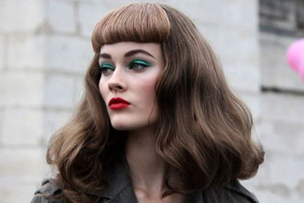 Old Fashioned Look Want Strong Shiny Hair As She Has Maybe Without The Bangs I Don T Mean It Looks Bad But It Does Not F Hair Styles Beauty Retro Hairstyles