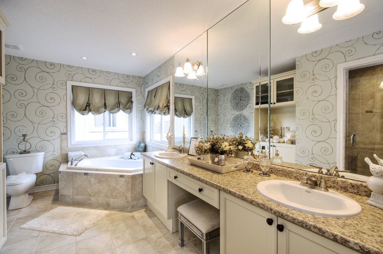 Master ensuite with corner jetted tub. Cityview Homes in
