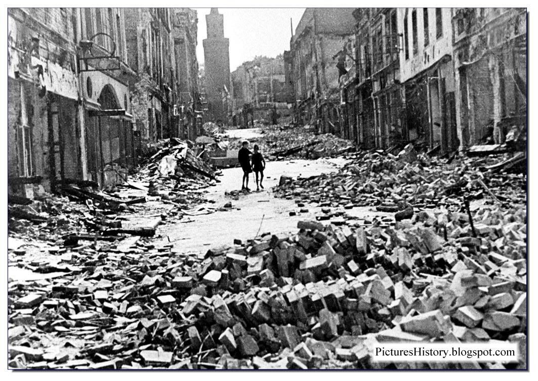 Apocalypse now berlin city totally destroyed it is a for Cities destroyed in ww2