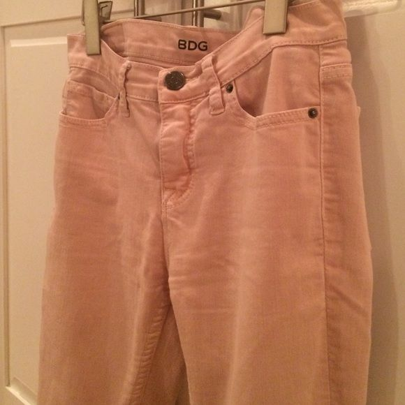 BDG Skinny Jeans 27W x 26L mid rise pants BDG Denim Jeans Cameo Ballet shoe Pink. mid rise Twig Grazer small. Skinny. So cute. 2% spandex stretchy. BDG Jeans Skinny