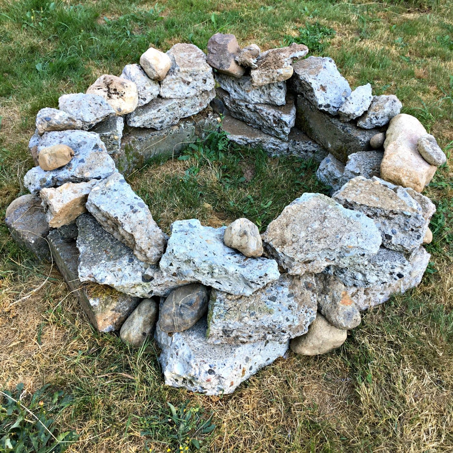 How to Build a Free Fire Pit with Recycled Concrete -   24 small garden fire pit ideas