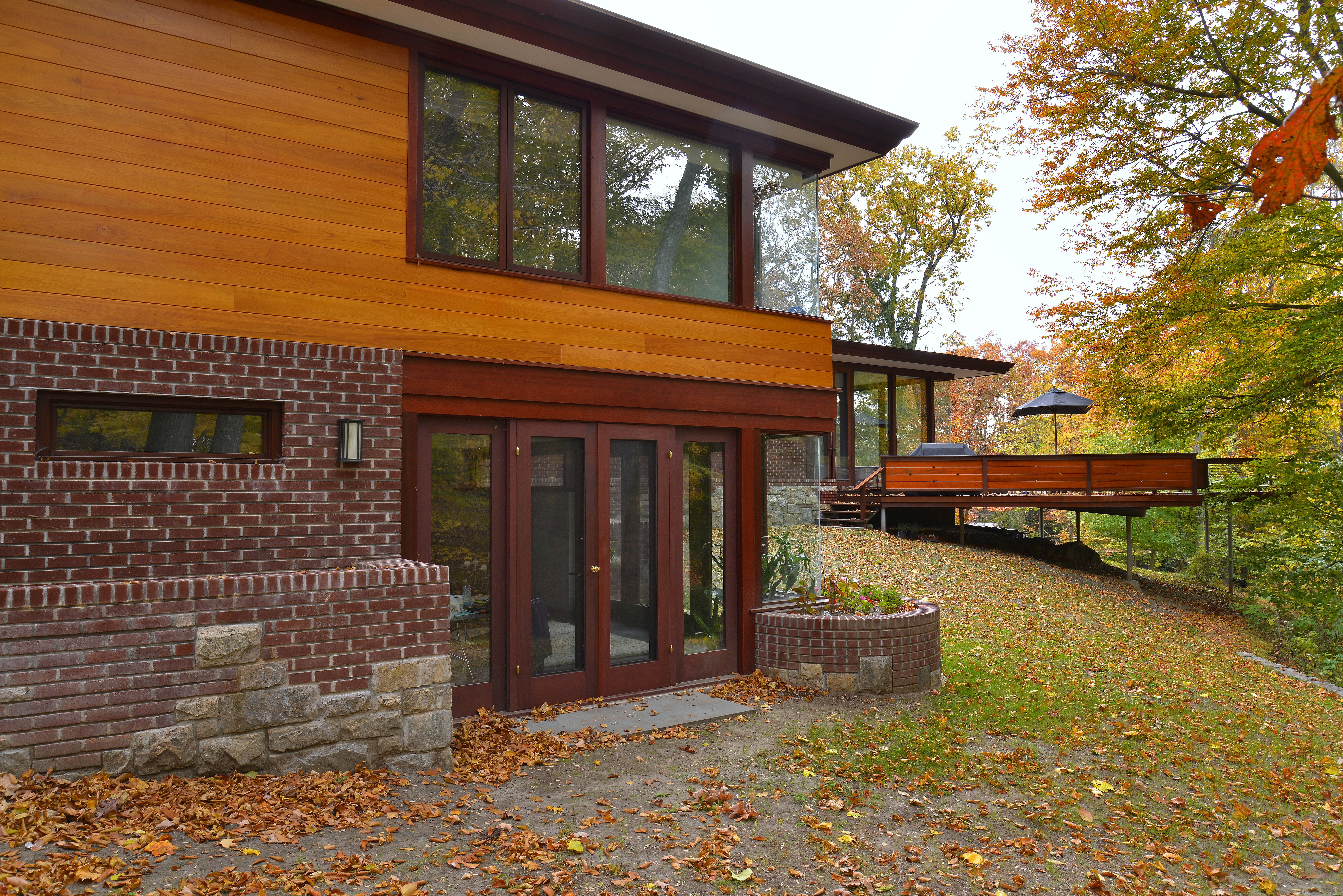 Photo 2 Of 5 In A Renovated Usonian Gem Shows Off Modern Organic  Architecture   Dwell