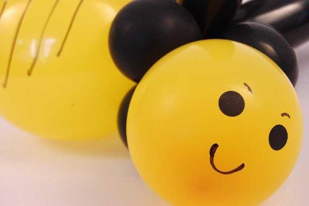 Neste post vamos aprender como fazer abelha de balão passo a passo que é um itembemprático, original, criativo e divertido para personalizar decoração de