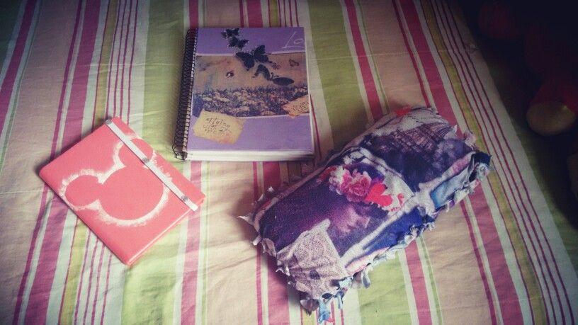 Almofada , um caderno e uma agenda todos customizados com aquela blusa que vc ama mas nao serve mais
