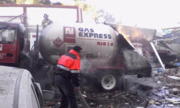 Pipa en mal estado ocasionó explosión en Cuajimalpa - http://notimundo.com.mx/pipa-en-mal-estado-ocasiono-explosion-en-cuajimalpa/