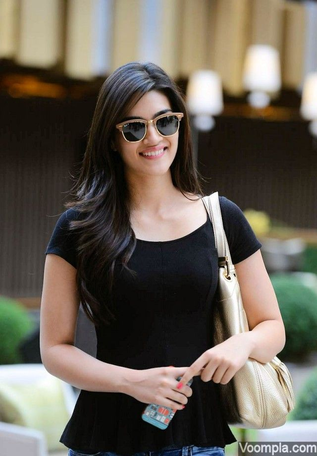Kriti Sanon's stylish Dubai outing for SIIMA 2015 | acteress