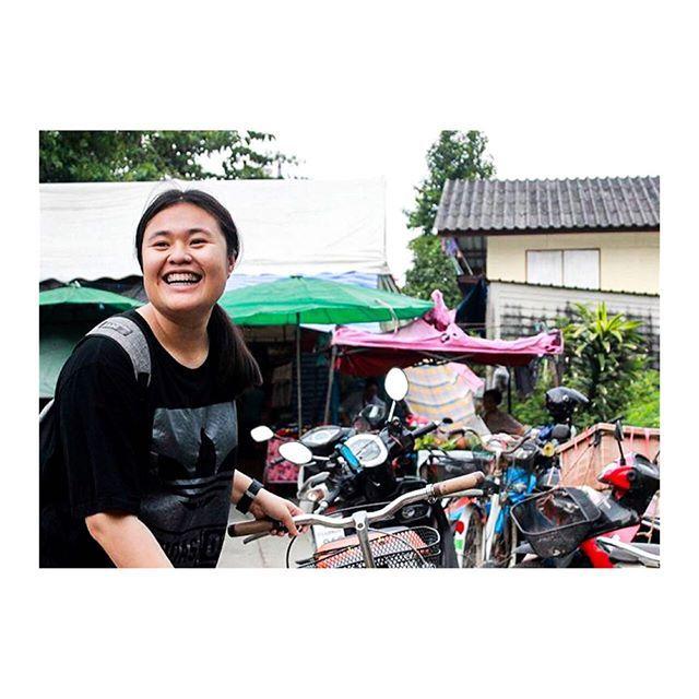 รอยยิ้มกระชากใจเอาไปหนึ่งยิ้มจ้ะ😃🤗 . . . . #smile #funny #miss #success #enjoy #happy #holiday #lovelyplace #bangkok #thailand #love #lovephoto #lovetravel #travellife #photolovers #photography #photos #photoshoot #travelthailand #lifestylephotographer #lifestory #photolovestory  #lifestyle #travel #life #photographer