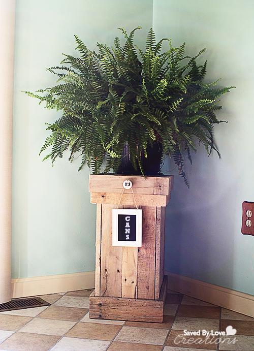 Hier erfahrt ihr wie man diesen tollen DIY Pflanzenkübel herstellt - ganz einfach Schritt für Schritt.
