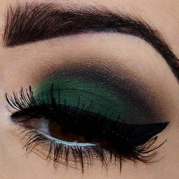 Smoky Emerald Green Eyeshadow