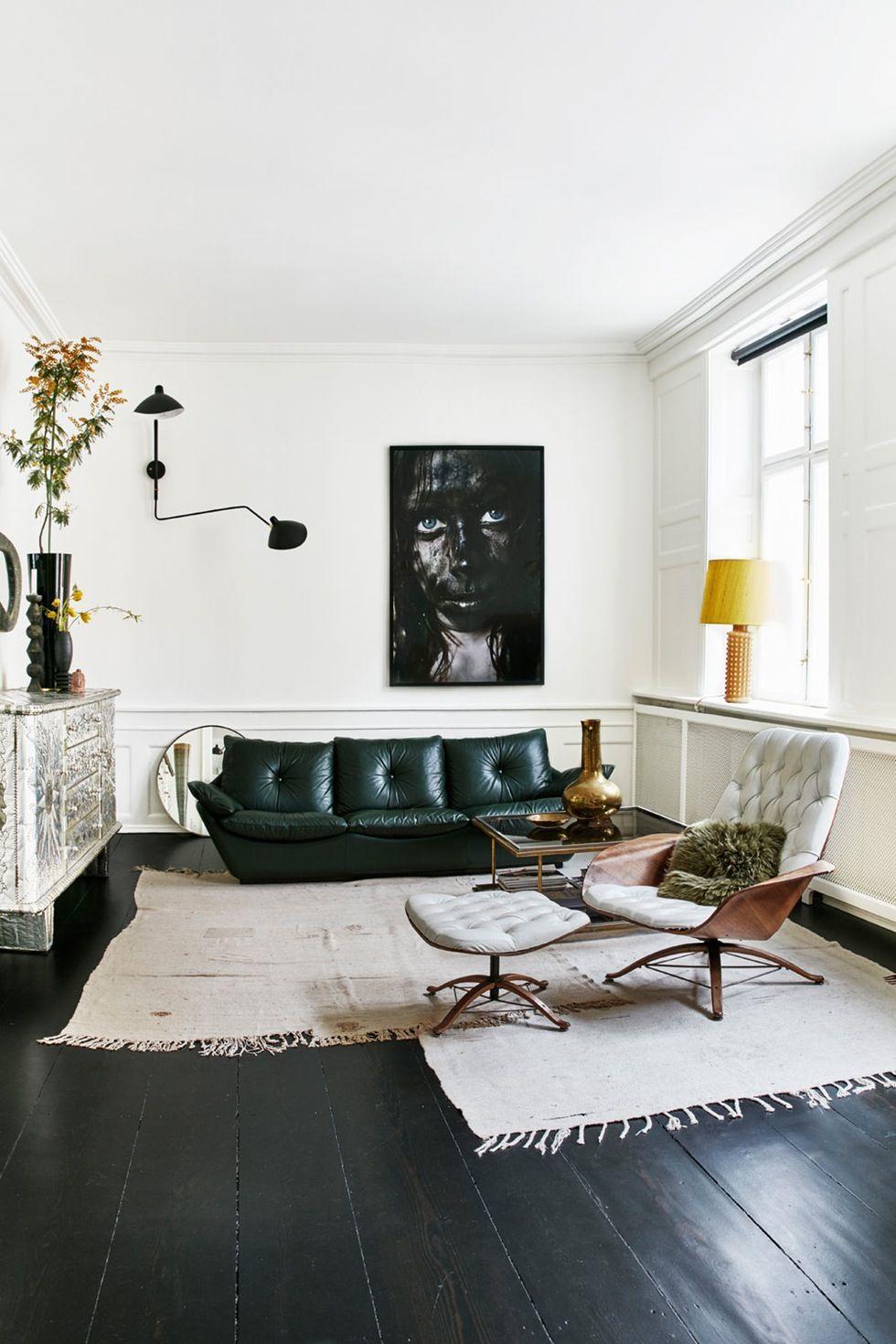 En Gyllen Trad I Leiligheten Skaper Skandinavisk Glamour Room