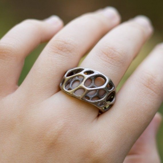 A beautiful ring inspired by an intricate pattern, layered and twisted to perfection. So lovely.
