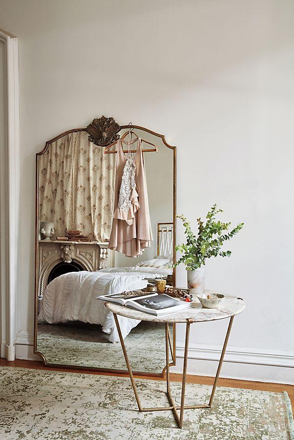 Wooded Manor Mirror by Anthropologie in Brown, Wall Decor Yatak odası