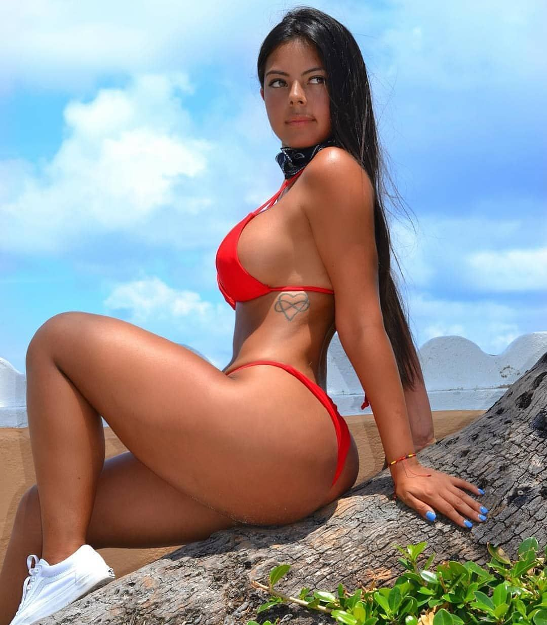 Celebrity Nude Girls With Big Booties HD