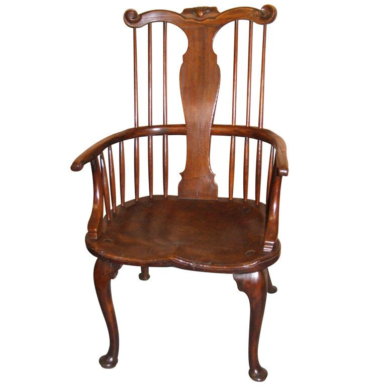 18th century Windsor comb back arm chair