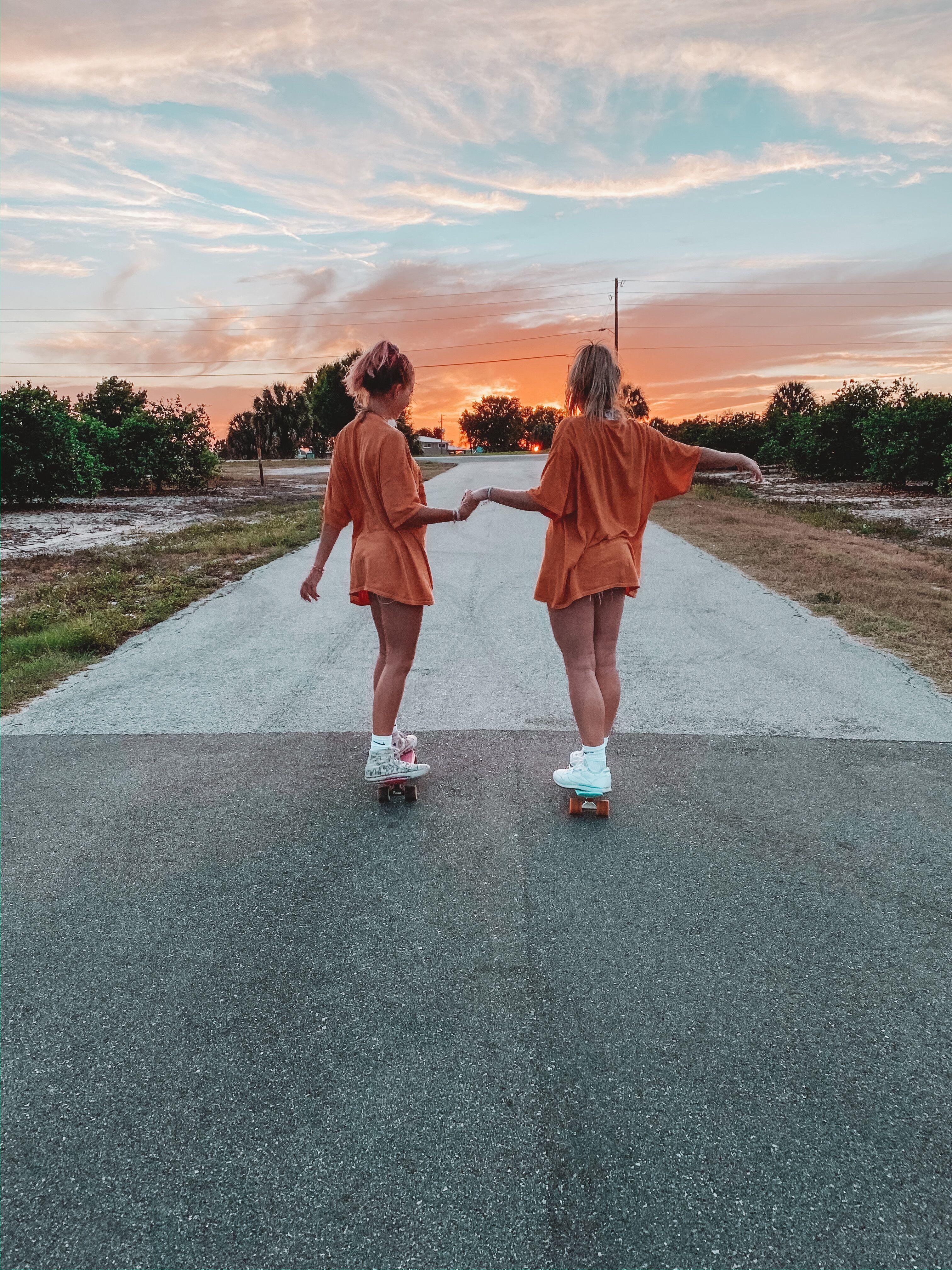 BFF skate ✨ #puravidabrcelets #bff #skate #twins #orange #dusk