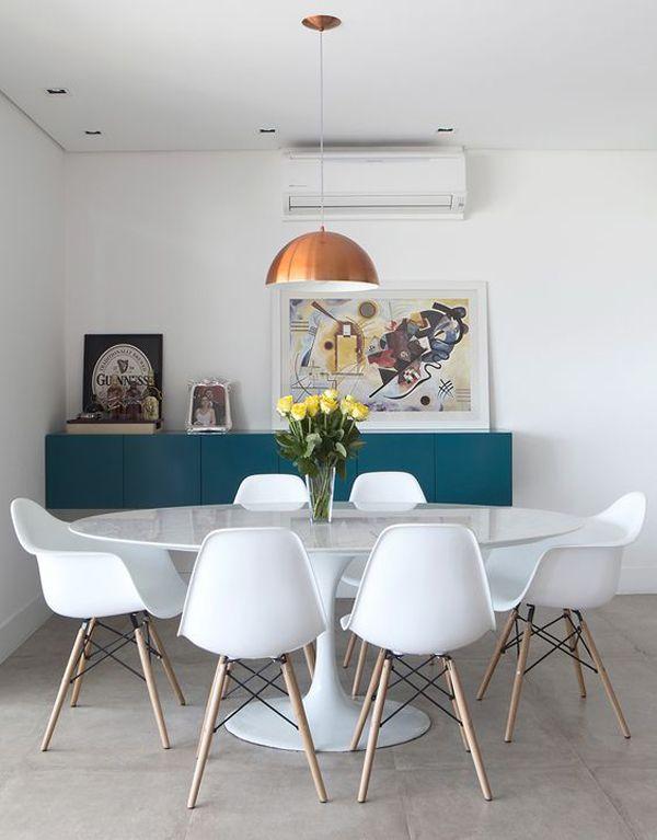 Resultado de imagem para Mesa oval combinando com as cadeiras num apartamento de cômodos integrados (Foto: Camila Klein)