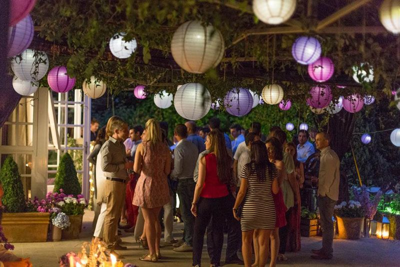 Hanging lanterns make a fun outdoors party. | Outdoor Rooms to Love ...