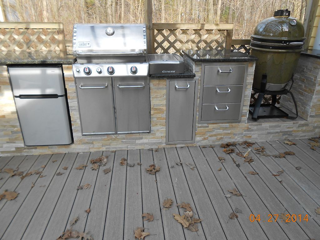 Weber Genesis Outdoor Küche : South haven cottage rental the kitchen has a fridge weber