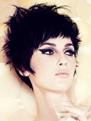Styles for short hair, short hair styles, rocker short hair, edgy short hair, messy pixie cut. The cutest short cut I've seen in a while! hairstylist❤️Studió Parrucchieri Lory (Join us on our Facebook Page)  Via Cinzano 10, Torino, Italy.