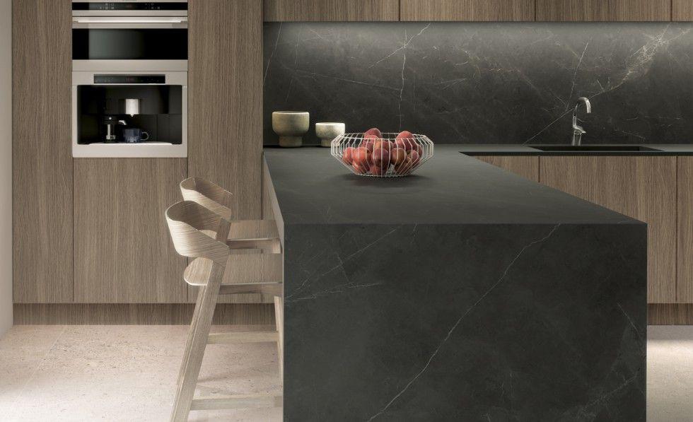 Keuken Marmer Zwart : Keuken met zwart keukenblad met marmerlook. keramisch werkblad