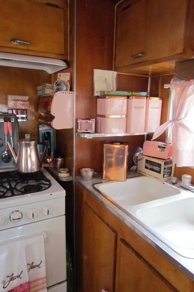 Vintage camper PINK ACCESSORIES R GREAT