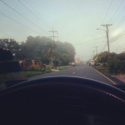 Mi ciudad amanece llena de neblina después de un aguacero y un temblor