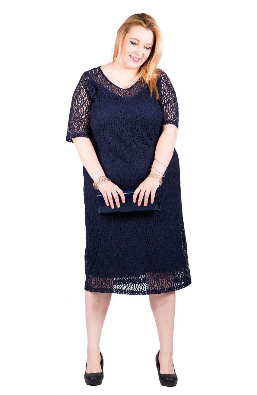 10a4020549 Elegancka granatowa koronkowa sukienka - Modne Duże Rozmiary