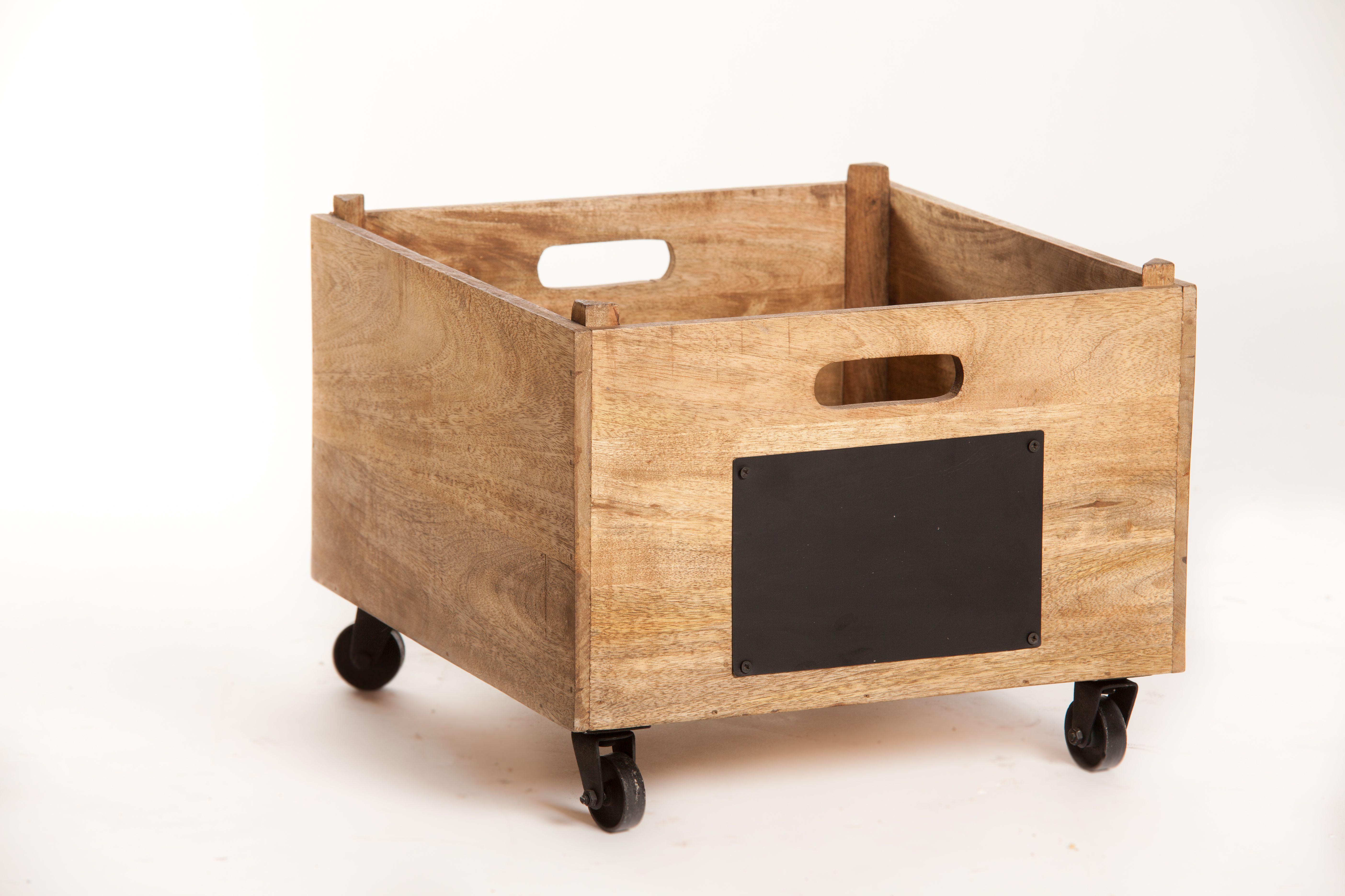 caisse de rangement bois avec ardoise sur roulettes pratique et esth tique cette caisse de. Black Bedroom Furniture Sets. Home Design Ideas