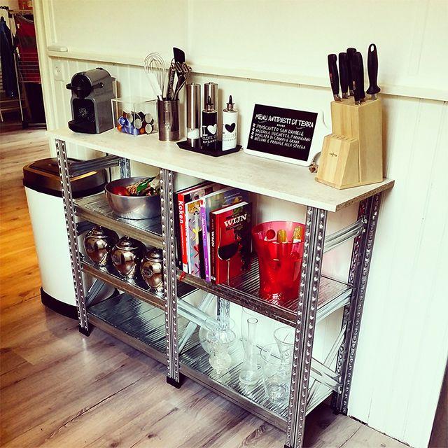 Lage stellingkast in de keuken met houten blad industri le kast stellingkasten pinterest - Kantoor decoratie ideeen ...