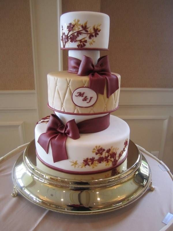 7 Charming Fall Wedding Cakes You Have To See To Believe - Wedding Planning Ideas By WeddingFanatic