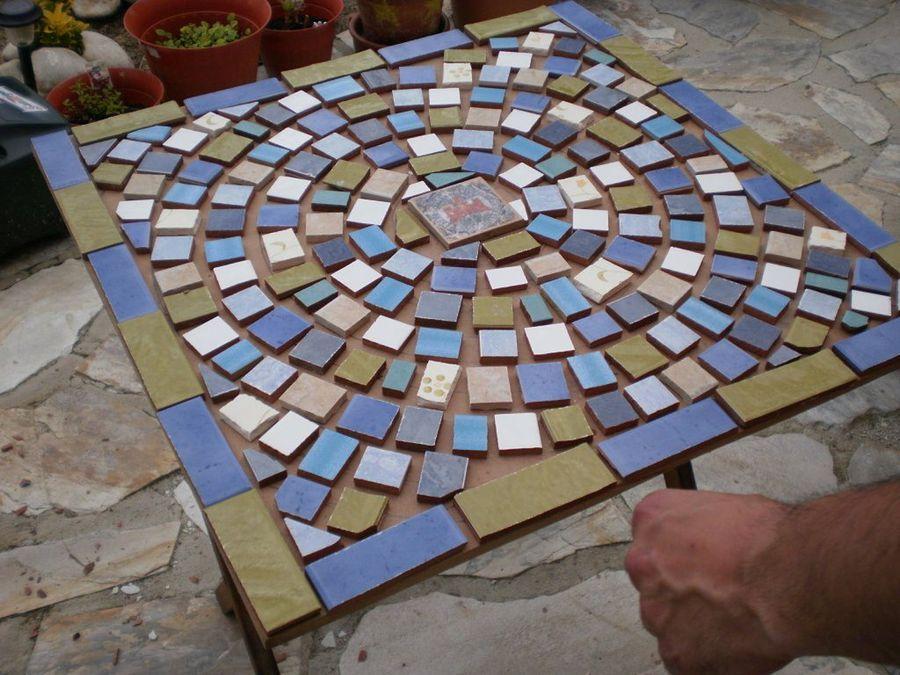 Hacer mosaicos buscar con google mosaicos pinterest for Mesas de mosaico