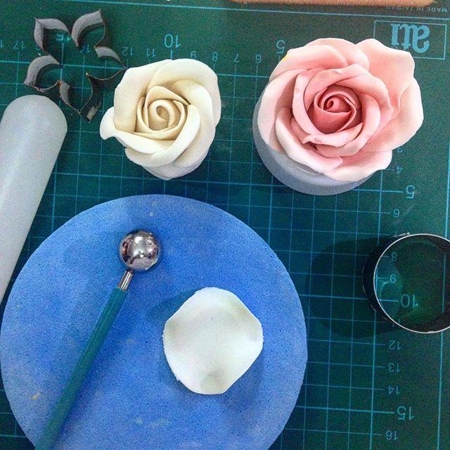 Trabajando en el curso de flores  by lasdeliciasdevivir