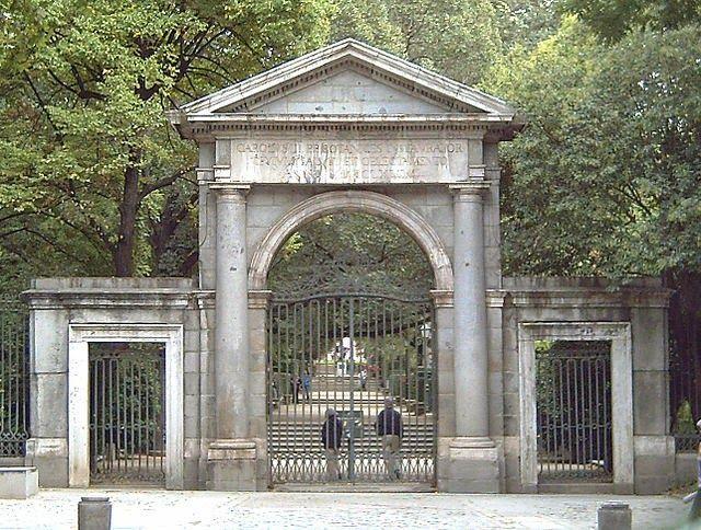 Puerta del Real Jardín Botánico Realizada por el arquitecto