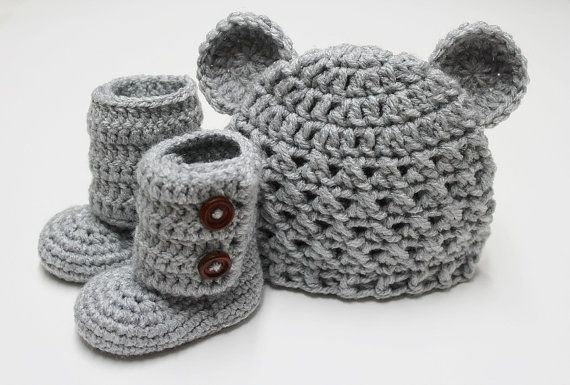 Baby knit boots and hat - adorable for boys and girls!