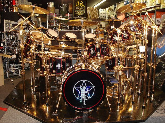 Neil Peart S Drum Kit In Pittsburgh Bash Drums Drum Kits Neil