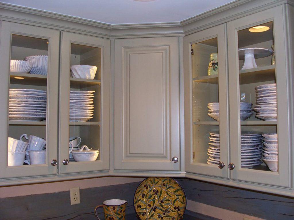 Moderne Deckenleuchten Im Inneren Der Schränke Tür Glas Weiß Holz ...