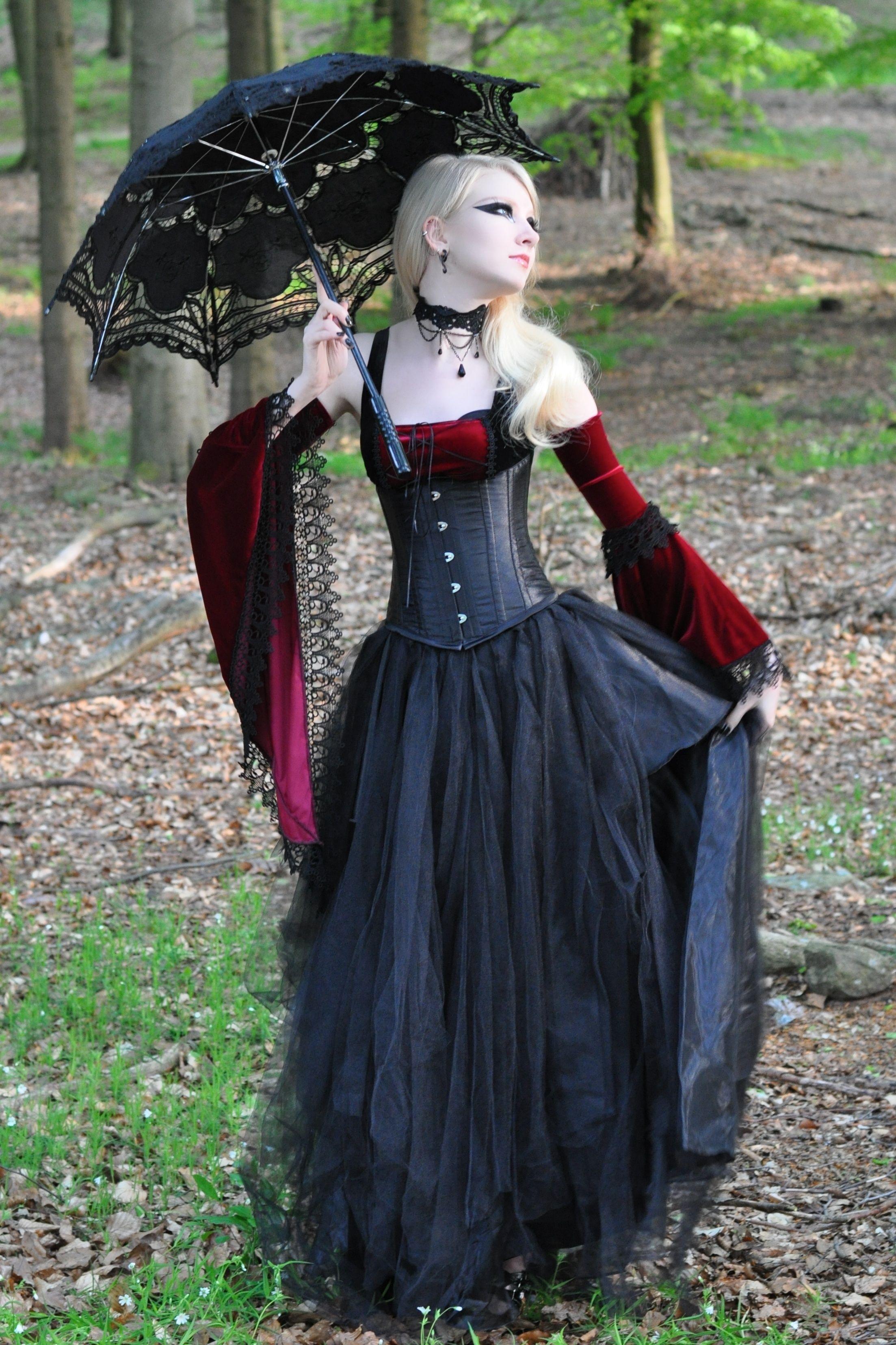 Resultado de imagem para medieval goth