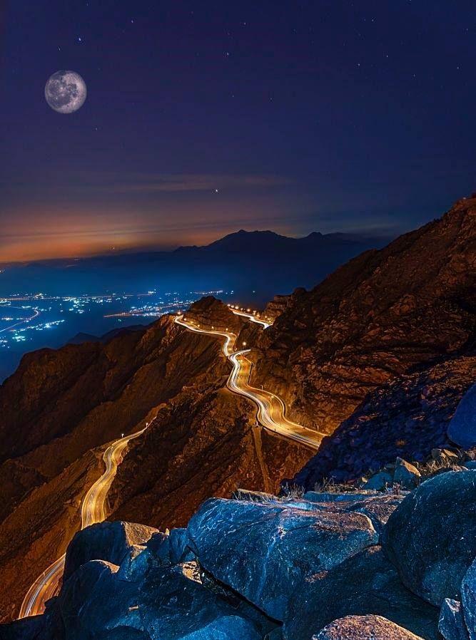 Vista Noturna Para Ta If Uma Cidade Na Provincia De Meca Na Arabia Saudita A Uma Altitude De 1 8 Hermosa Fotografia De Paisaje Paisajes Maravillas Naturales