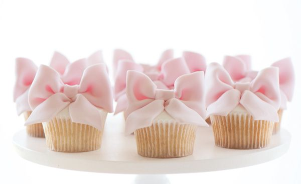 BOWS ON EVERYTHING   bow cupcakes hostess blog