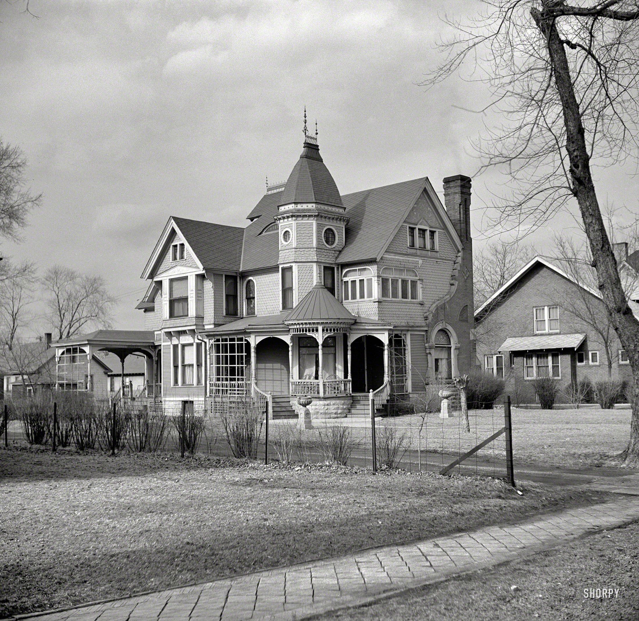 ceci est une photographie d 39 avril 1937 de la maison 1236 ottawa ave ottawa l 39 illinois. Black Bedroom Furniture Sets. Home Design Ideas